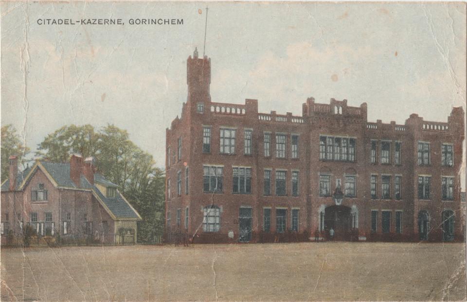 Ansichtkaart Citadelkazerne Gorinchem (Uitg. A. v. W. G. nr. 24044) poststempel 1923 (1)