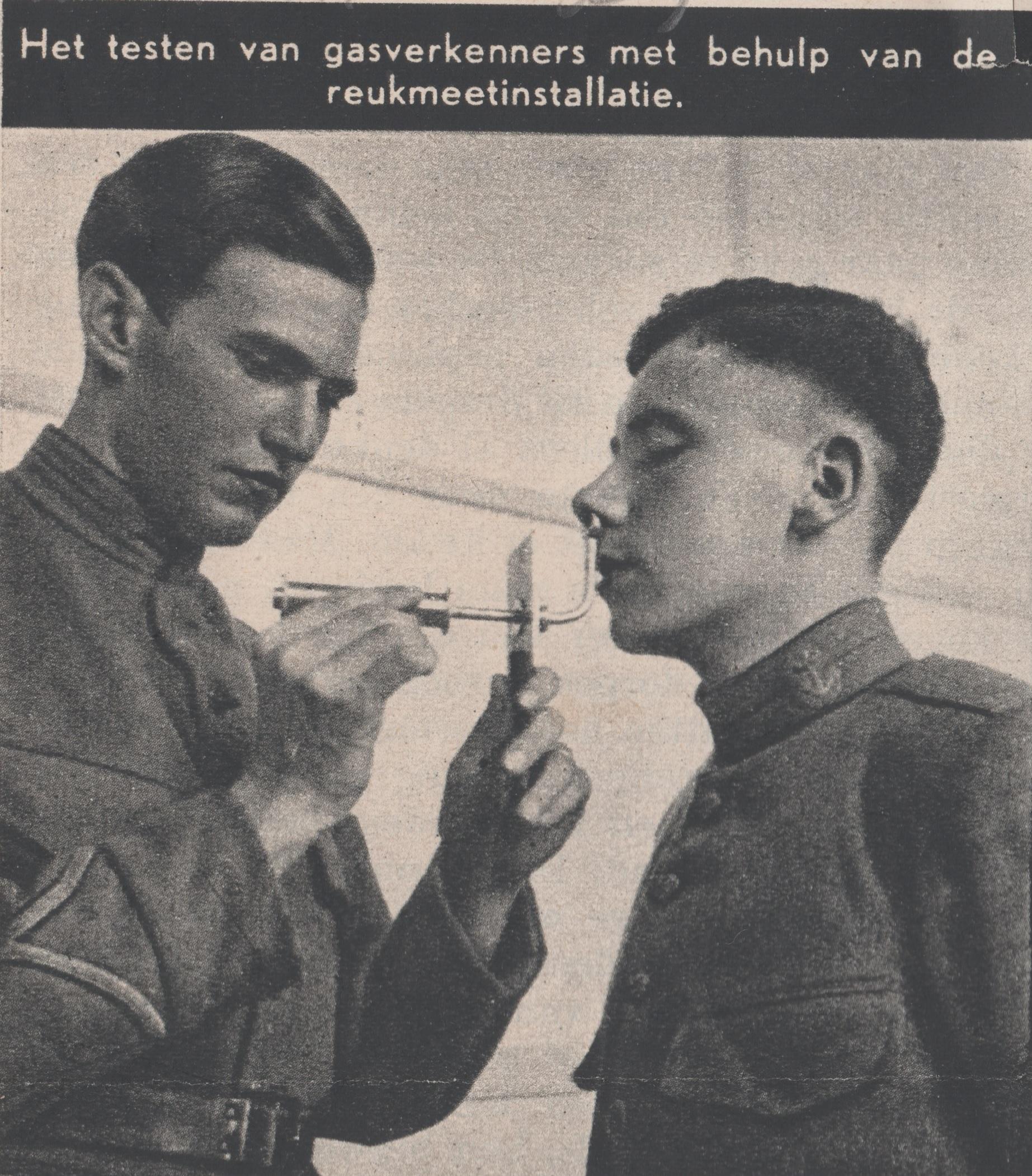 Gorinchem 1939 - Het testen van de gasverkenners met behulp van de reukmeetinstallatie